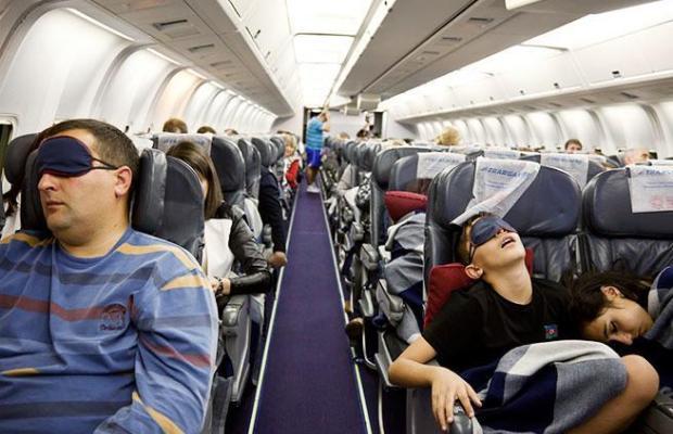 5 Hal yang Dapat Dilakukan di Pesawat Agar Kamu Tidak Bosan