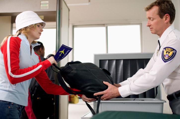 Apa Yang Terjadi Kalau Kamu Ketinggalan Pesawat Transit