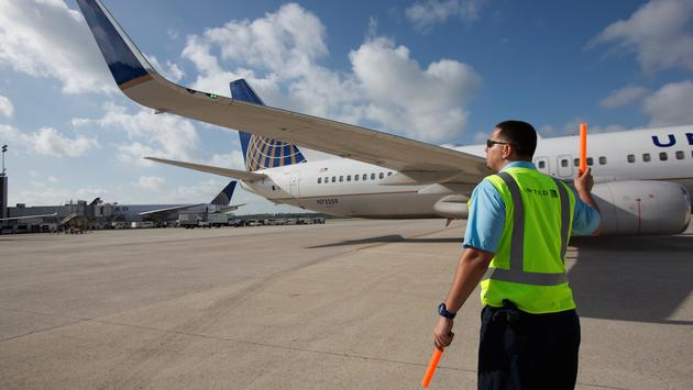 Pekerjaan Apa Saja Yang Ada Di Bandara Selain Pramugari Dan Pilot